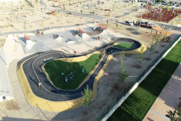 Pumptrack y skatepark realizado por NV Sports